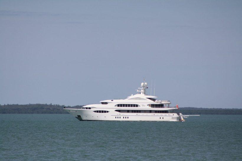 luxury boat Darwin