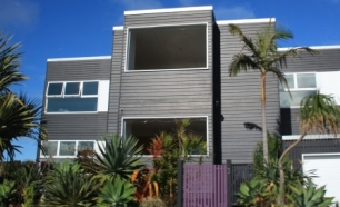 Beach house Belongil