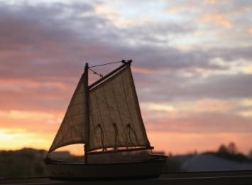 sunset sailboat decor